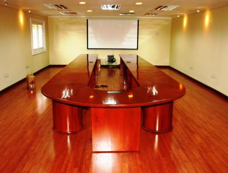 La Generala, mesa de conferencias de madera sólida Cedro real fabricada para TRANYCOP, haga clic sobre la imágen para ver un reportaje sobre esta preciosa pieza de arte, historia y diseño